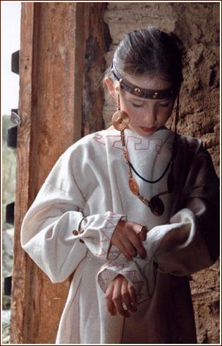 девочка в арийском костюме