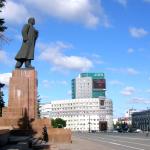 Памятники Ленину: убрать нельзя оставить