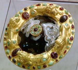 Сарматское золото-фалар с агатом