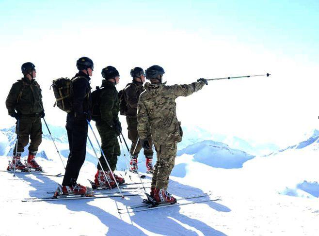 Бажмин В.В. 44 Армейцы на склоне Эльбруса.