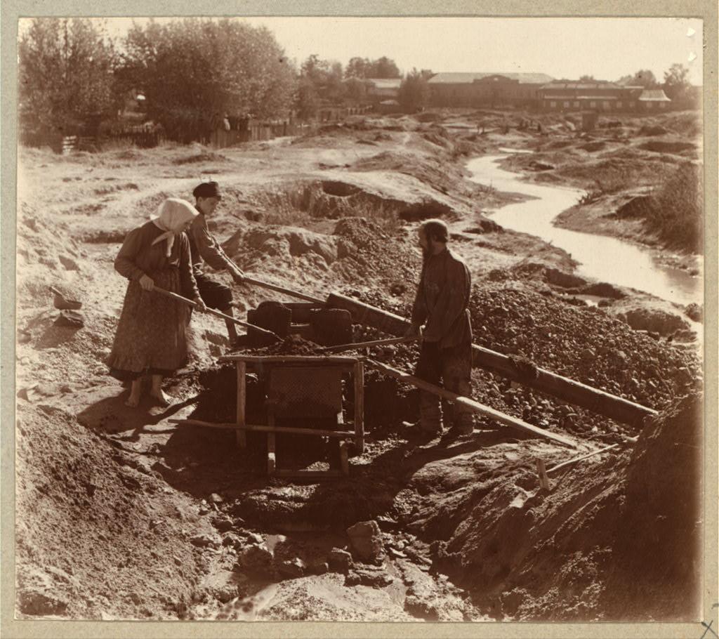 Промывка золота старателями