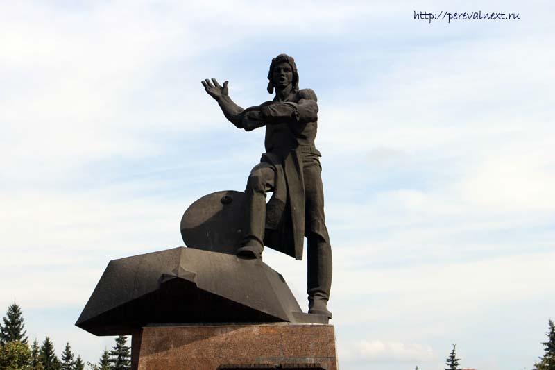 Памятник уральским танкистам