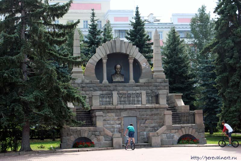 Алое Поле  памятник Ленину