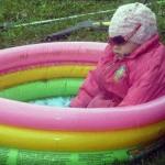 Суровые челябинские дети любят летом кайфануть в бассейне