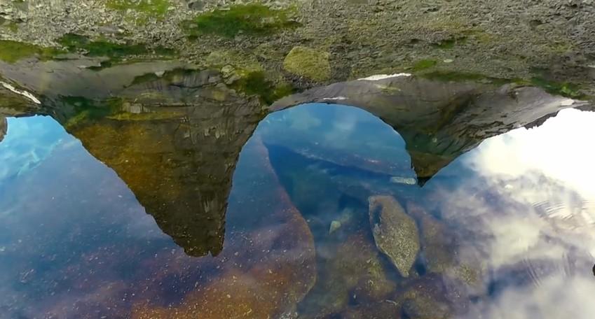 Парабола отраж в озере Художников