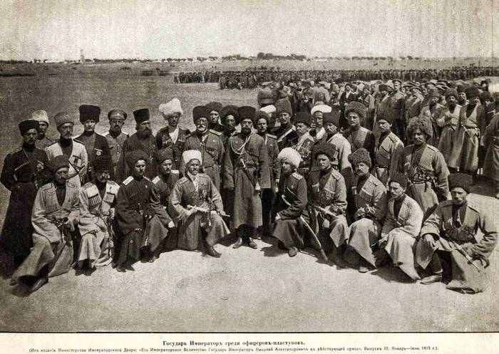 Пластуны у захваченных турецких орудий в Эрзуруме. 1916 год