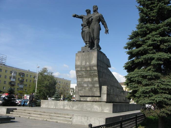 Памятник под варежкой