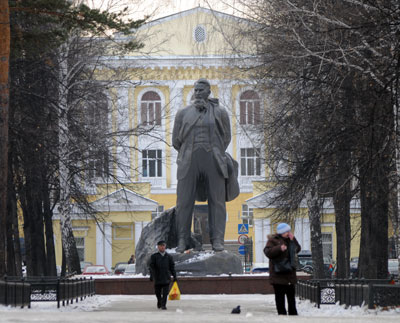 Памятник Курчатову в Озерске